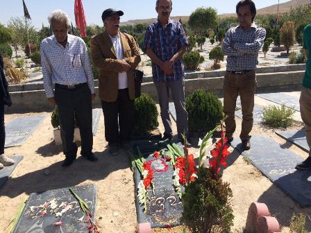 حضور فعالین بر مزار شاهرخ زمانی در دومین سال کشته شدن او به دست ماموران جمهوری اسلامی در زندان